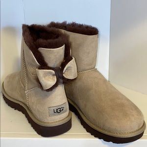 AUTH NIB UGG Naveah Short Boot with Bow